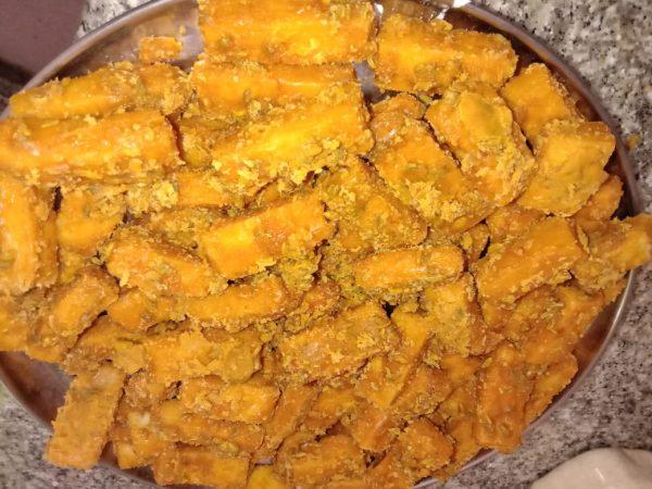 Gur Shakkarpare